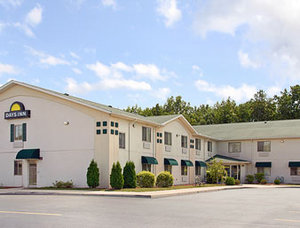 Exterior view Hotel Days Inn Swanton, OH 43558